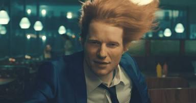 Ed Sheeran lanza su temazo 'Shivers' con un videoclip muy colorido y lleno de marcha