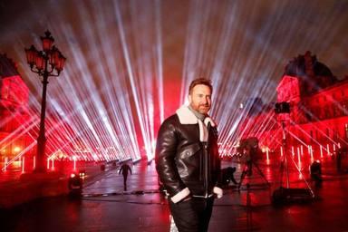 David Guetta nos sorprende esta Nochevieja con un set en streaming desde la pirámide del Louvre