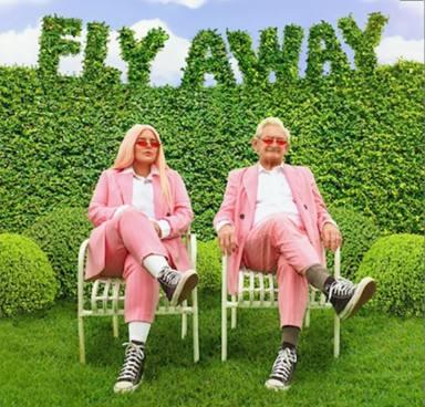 Tones and I regresa pisando fuerte con un nuevo e inspirador single, 'Fly Away'