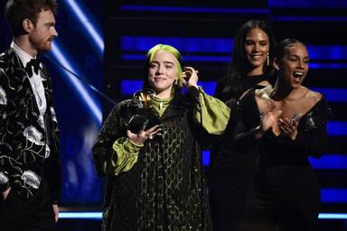 Billie Eilish triunfa en los Grammy y se convierte en historia viva de la música