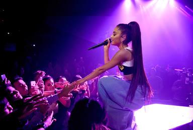 La razón por la que Ariana Grande se ha tapado los tatuajes que tiene que ver con un nuevo proyecto