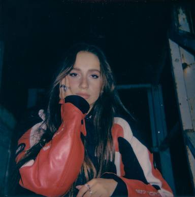 La cantante canadiense Tate McRae presenta su nuevo single Rubberband