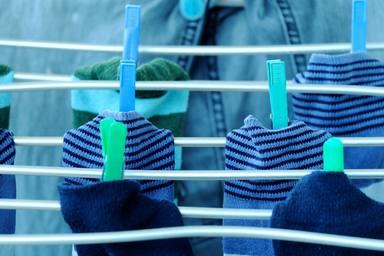 El grave error que cometes al lavar tus calcetines y que puede afectar a tu ropa
