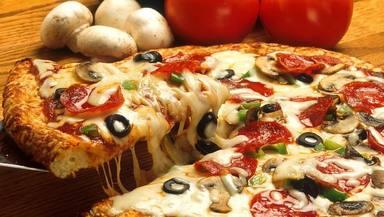 El error que sueles cometer al cocinar una pizza y que puede destruir tu masa