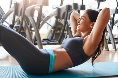 Cómo hacer los abdominales hipopresivos para lucir un vientre plano este verano