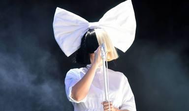 Sia, la artista todoterreno que enamora cantando en castellano