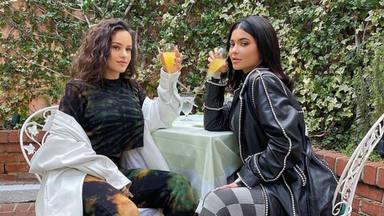 Esto es lo que pasó en la fiesta casera de Navidad de Rosalía, con Kylie Jenner y Kourtney Kardashian