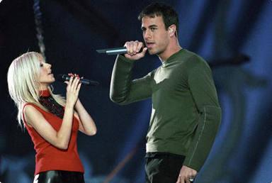 Enrique Iglesias y Christina Aguilera en el año 2000