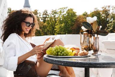 ¿Qué riesgos añadidos tiene para nuestra piel tomar el sol en la terraza de casa?