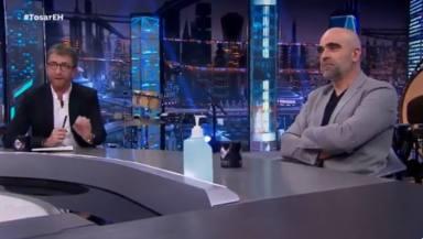 """Pablo Motos, en shock ante el aplaudido discurso de Luis Tosar en 'El Hormiguero': """"Para vosotros, hijos de…"""""""