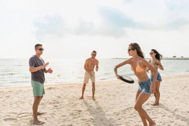 ctv-rpn-grupo-amigos-jugando-playa-vacaciones-verano 8087-1643