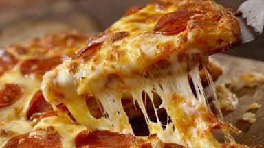 """El """"nuevo ingrediente"""" de la pizza que solo cuesta un dólar y puede sacarte una sonrisa en tus peores días"""