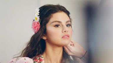 Selena Gomez comparte una imagen que podría ser la portada de su primer disco en español