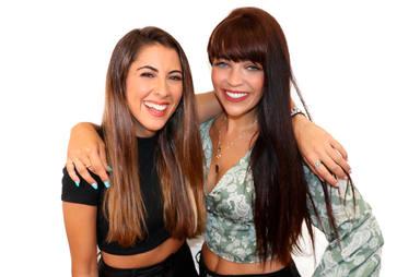 Myke Towers presenta a la pareja del año 'Nía y Marta en MegaStar', el nuevo y divertido programa despertador