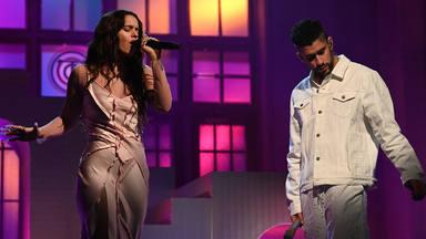 """¿Hay beso?: Bad Bunny y Rosalía incendian las redes tras su primera actuación en """"Saturday Night Live"""""""