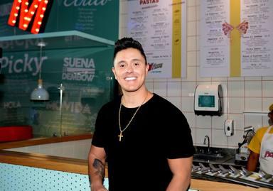Uno Se Siente Bien disfrutando del nuevo single de Joey Montana junto con Mike Bahía