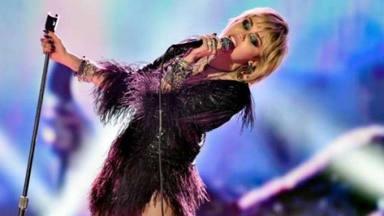 """Miley Cyrus se sincera con el público tras sufrir un ataque de nervios: """"Estoy volviendo a acostumbrarme"""""""