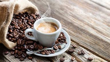 El sorprendente motivo por el tomarte un café antes de la siesta puede ser beneficioso