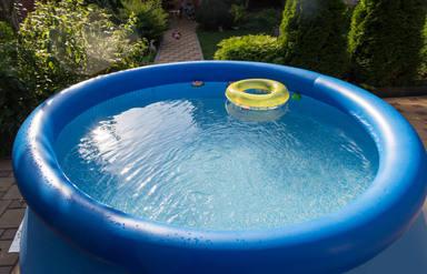El tremendo error que cometes al instalar tu piscina hinchable en la terraza