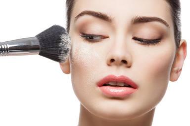 Descubre los trucos para mantener tu maquillaje intacto este verano