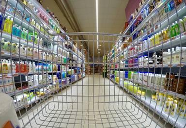 Una mujer entra en el supermercado y lo que encuentra dentro del carrito provoca que salga huyendo despavorida