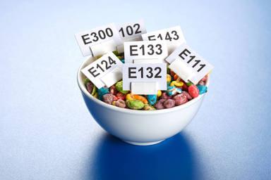 Conoce en qué alimentos se encuentran los aditivos más innecesarios