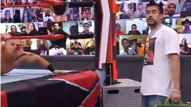 Bad Bunny vuelve a luchar en la WWE tras su estreno triunfal tumbando The Miz y John Morrison