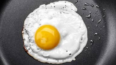 ¿Cómo evitar este error tan típico a la hora de hacer un huevo frito?