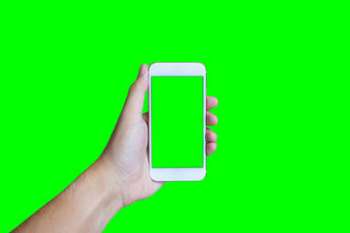¿Por qué se tiñe de verde la pantalla de mi iPhone al desbloquearlo?
