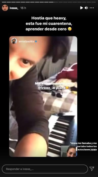 Iván Martín aprendiendo a tocar el piano