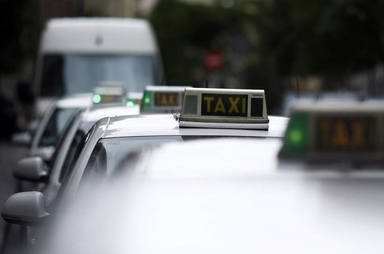 ¿Debo llevar mascarilla en un taxi o VTC?