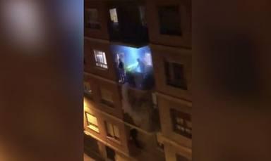 La crisis del coronavirus provoca este fiestón a ritmo de 'Flying Free' en un balcón