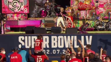 Así fueron los conciertos previos a la Super Bowl: ¿Miley Cyrus mejor que The Weeknd?