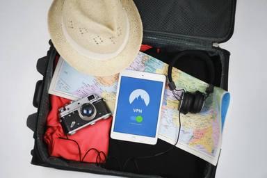 Los elementos que no puede faltar en la maleta si te vas de vacaciones este verano