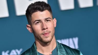 Así reacciona Nick Jonas al encontrarse con una fan de forma inesperada en mitad de la calle