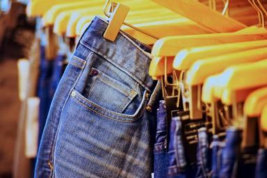 El truco definitivo con el que no te volverás a probar unos vaqueros en las tiendas de ropa