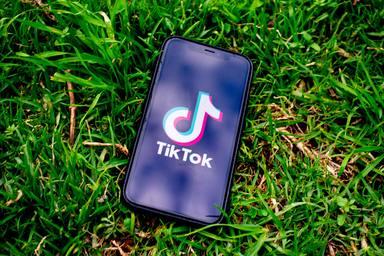 El vídeo viral de TikTok que demuestra que llevas abrochándote mal la bata toda la vida