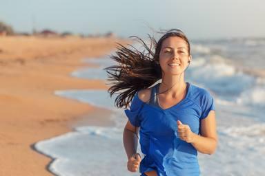 Diez hábitos saludables para bajar de peso este verano