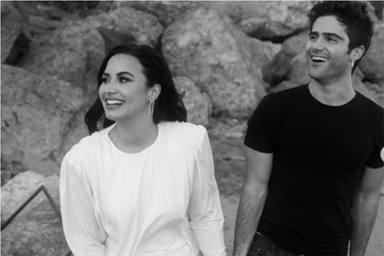 Demi Lovato y su prometido Max Ehrich