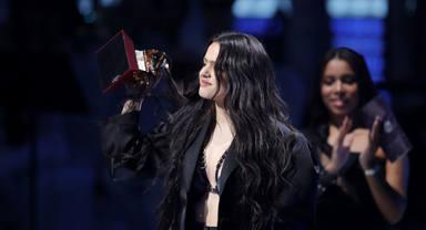Rosalía luce con luz propia en los Grammy Latinos al conseguir 5 premios